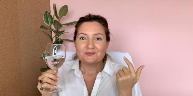 Susete Estrela a beber água alcalina